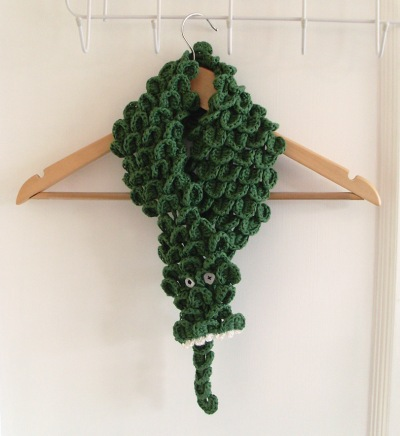 ˜crocodile scarf closed