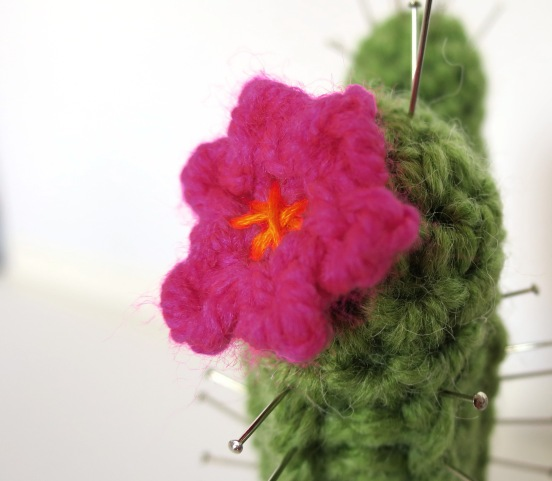 crochet cactus pin cushion (1)