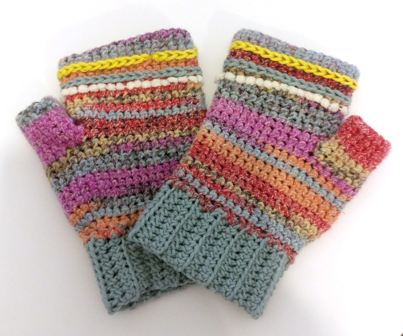 fingerless-gloves-with-surface-detail-8