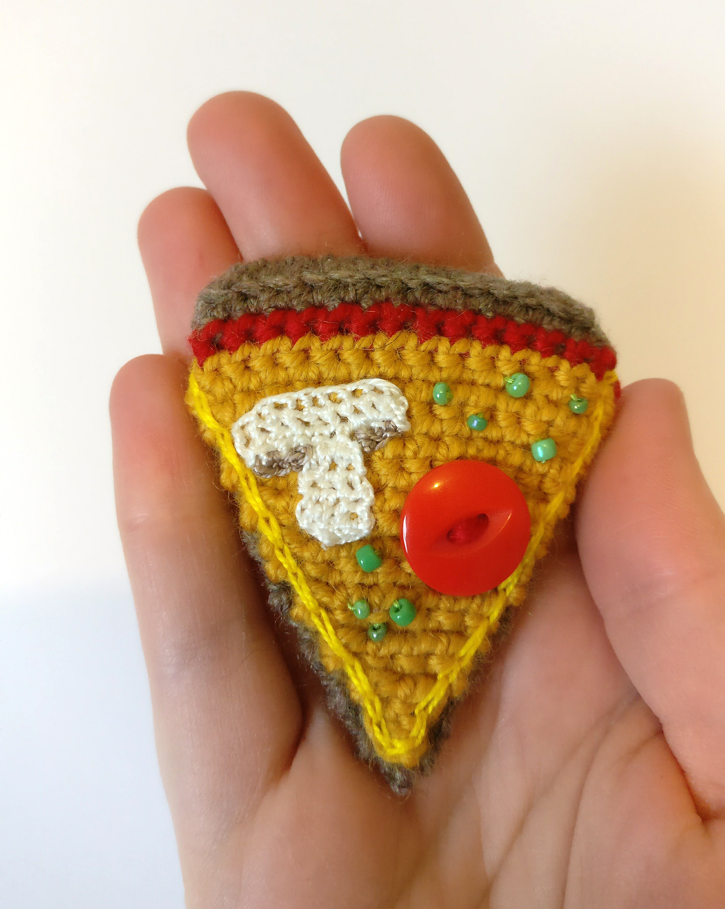 pizza-crochet-brooch-5