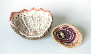 shell-and-pearl-crochet-brooches