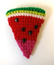 watermelon-crochet-brooch-4