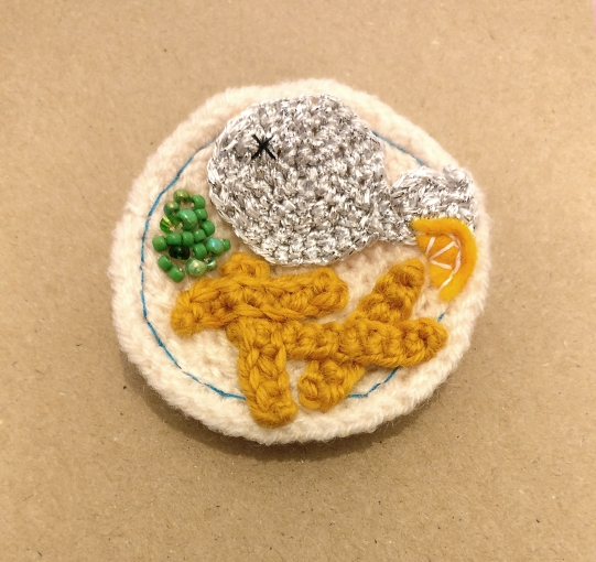 fish-and-chip-crochet-brooch-10