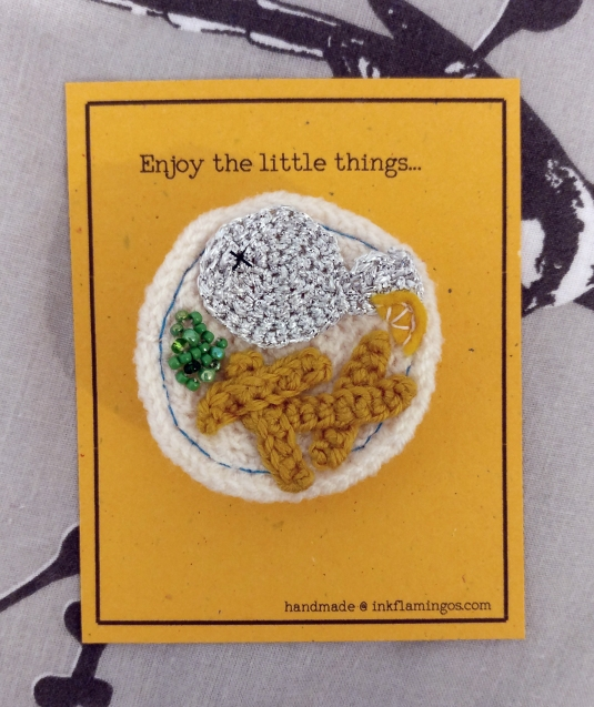 fish-and-chip-crochet-brooch-9